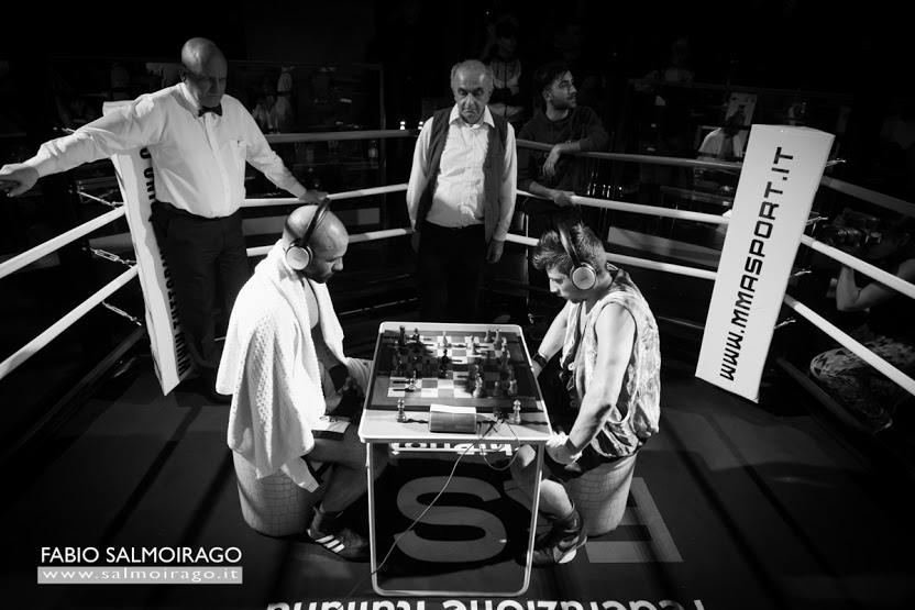 Luci e Stelle: lo scacchipugilato a Milano. FOTO.